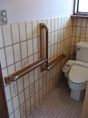 介護リフォームによる後付け手すり  〜トイレ〜