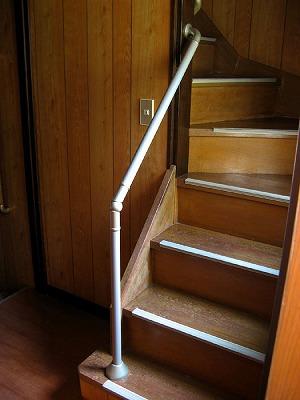 階段 昇り口 手すり
